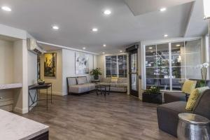 A seating area at Inn Off Capitol Park, Ascend Hotel Collection