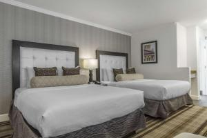 A bed or beds in a room at Inn Off Capitol Park, Ascend Hotel Collection