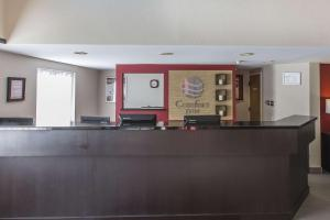 Лобби или стойка регистрации в Comfort Inn Corner Brook