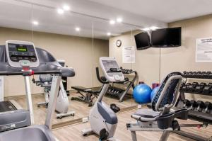 The fitness center and/or fitness facilities at Comfort Inn Montreal Airport
