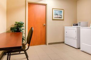 A kitchen or kitchenette at Comfort Inn & Suites Shawinigan