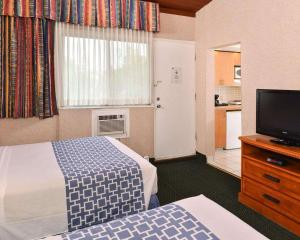 A bed or beds in a room at Econo Lodge Motel Village