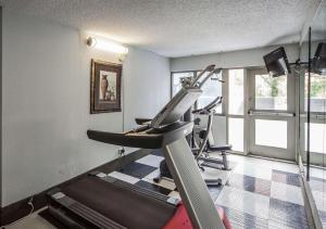 The fitness center and/or fitness facilities at Comfort Inn & Suites Downtown Edmonton