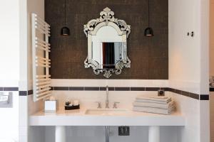 A bathroom at Continental Hotel