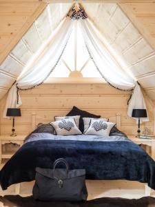 Łóżko lub łóżka w pokoju w obiekcie TatryTOP Miśkowa Ostoya