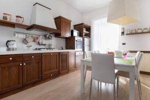 A kitchen or kitchenette at B&B Francesca Mantova