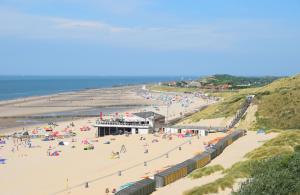 Een luchtfoto van Beach Hotel I Kloeg Collection