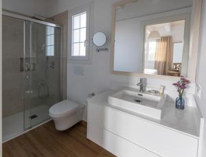 Een badkamer bij Llucmaçanes Gran Agroturismo