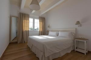 Een bed of bedden in een kamer bij Llucmaçanes Gran Agroturismo