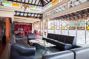 The lobby or reception area at Hotel Palereman Soerabaia