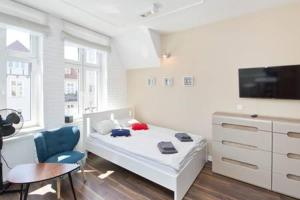 A bed or beds in a room at YOURAPART Sopot Centrum Plaza