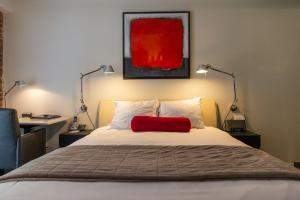 A bed or beds in a room at Hotel le Priori