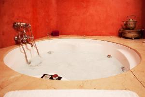A bathroom at Alcoba del Rey de Sevilla