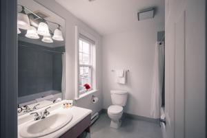 A bathroom at Hometel on Signal Hill