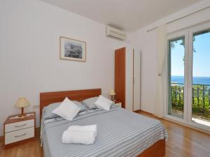 A bed or beds in a room at Apartments Nera