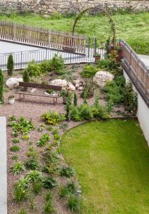 A garden outside La Lum De Roisc