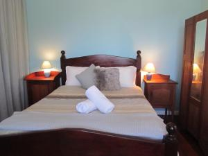 A bed or beds in a room at Storm Bay View
