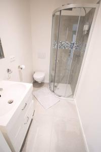 A bathroom at Studio Brussels - EU-District
