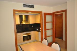 Een keuken of kitchenette bij Apartaments Trimar