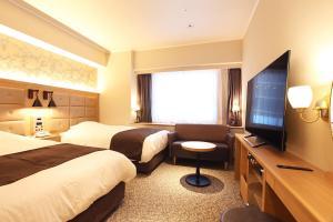 A television and/or entertainment centre at Kobe Luminous Hotel Sannomiya
