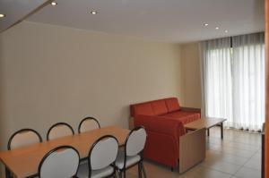 Een zitgedeelte bij Apartaments Trimar
