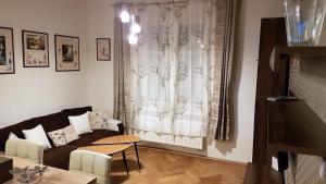 Ein Bett oder Betten in einem Zimmer der Unterkunft Charming Apartment 2 BR