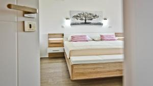 A bed or beds in a room at Villa Jela Zadar