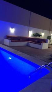A piscina localizada em Chalet Laura in Yanbu ou nos arredores