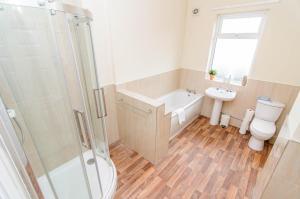A bathroom at Askern House