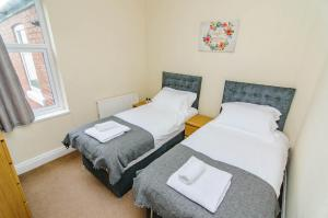 A bed or beds in a room at Askern House