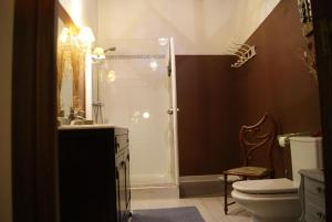A bathroom at Pensión con encanto, Peregrinando