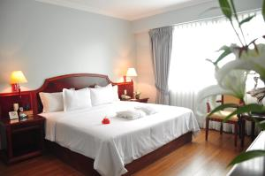 A bed or beds in a room at Hotel Kingdom