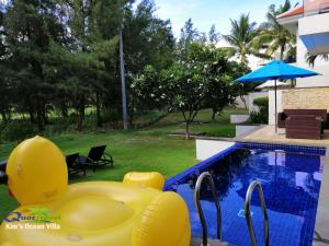 The swimming pool at or close to Kim's Ocean view Villa Danang