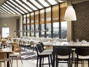 A restaurant or other place to eat at DoubleTree by Hilton Manchester Airport