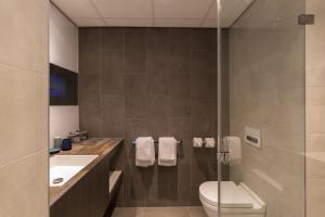 A bathroom at Postillion Hotel Amsterdam