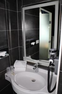 A bathroom at K Hotel