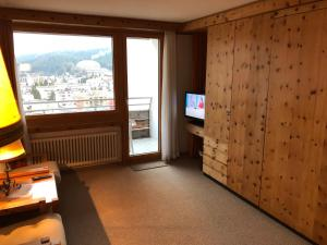 A television and/or entertainment center at Einzimmerwohnung 401