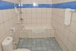 A bathroom at Hotel - Y