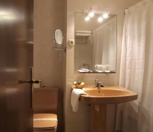 A bathroom at Palacio Arias
