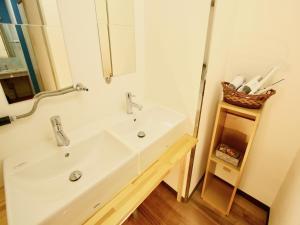 A bathroom at Osaka Guesthouse HIVE