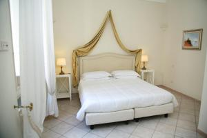 A bed or beds in a room at Palazzetto Florio 1810