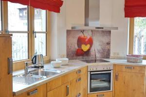 A kitchen or kitchenette at Gipfelglück Hinterstein