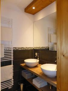 A bathroom at Gipfelglück Hinterstein