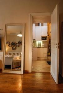 A kitchen or kitchenette at Dream Stay - Cosy Old Town Studio for 3