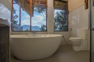 A bathroom at Serenite Ella