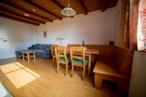A restaurant or other place to eat at Apartment Bolfenk Pohorje