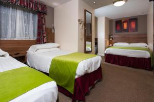 A bed or beds in a room at Dover Hotel - B&B