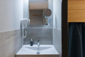 A bathroom at Yeah Barcelona Hostel
