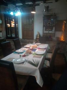 A restaurant or other place to eat at Mar y Montaña
