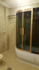 Um banheiro em Elaf Suites Al-Andalus